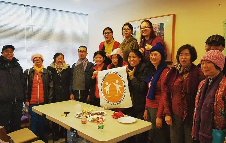Youth volunteers spent time with a group of mental health recovery clients celebrating 2018 lunar new year by doing arts and crafts.